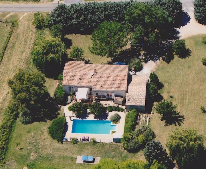 Appt dans villa, piscine et nature !  10mns d'Uzes