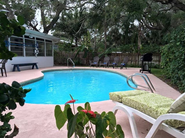 SeasTheDayFL 3BR 2BA w/Pool - Daytona Beach Shores - Casa