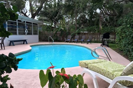 SeasTheDayFL 3BR 2BA Beachside w/Pool - Daytona Beach Shores