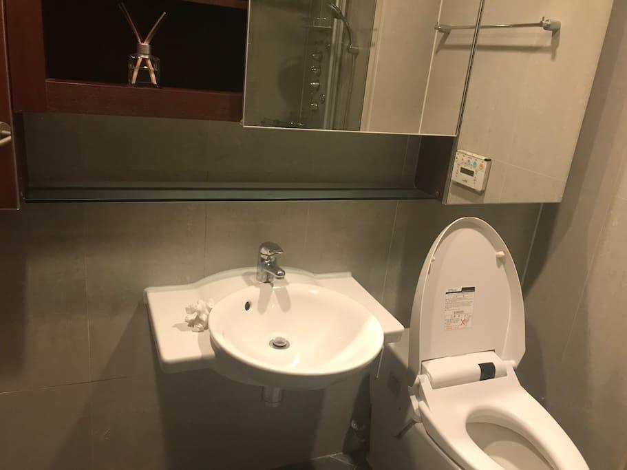 Bathroom(exclusive for guests)