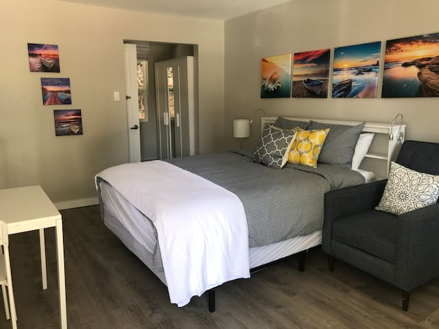 Remodeled motel room Nr 8 one block from down town