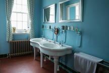 adjacent wc and cloakroom