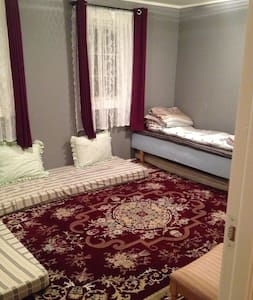 Clean and private room in house. - Townhouse