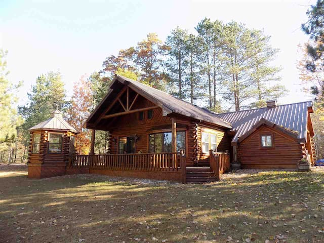 BICKEL'S CABINS  (Manistique, MI):  Pet-friendly private lakefront cabins!