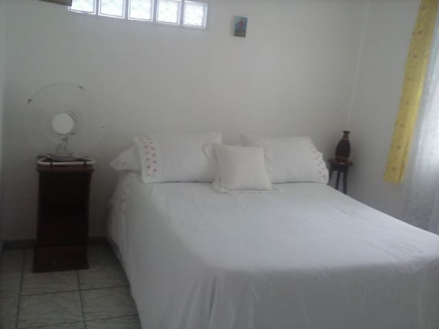 Suites com 1 camas de casal e 1 solteiro . Sem caf