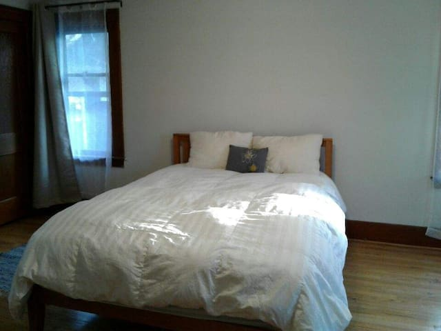 Airy room in big, friendly, old fashioned house