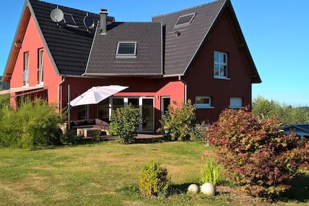 MAISON AVEC 5 CHAMBRES - House