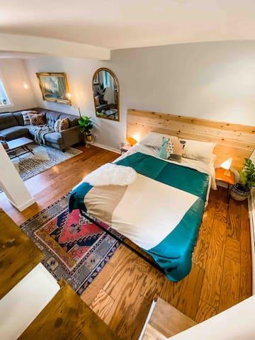 Hello, cozy bedroom.