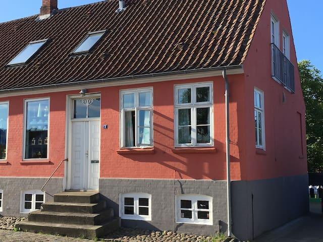 By-lejlighed tæt på havn og strand - Ebeltoft - Lejlighed