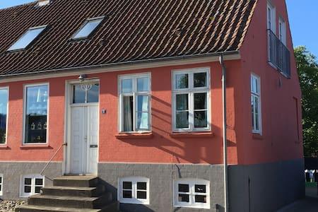 By-lejlighed tæt på havn og strand - Ebeltoft