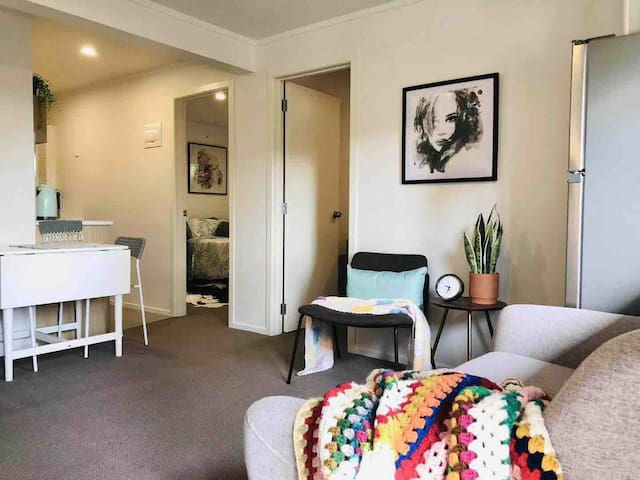 Recently renovated two bedrooms unit on Greenlane