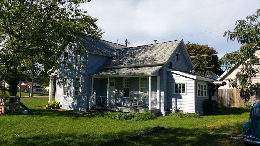 Convenient and Cozy Downtown home. - Grand Haven - Casa