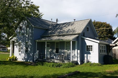 Convenient and Cozy Downtown home. - Grand Haven - House