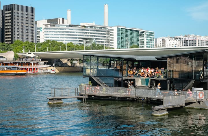 Stopover on The Seine River