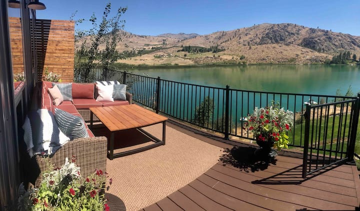 Wapato Lake home with dock!