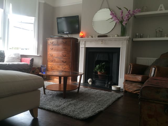 Single room in beautiful Victorian home - Londen