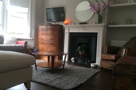 Single room in beautiful Victorian home - London - House