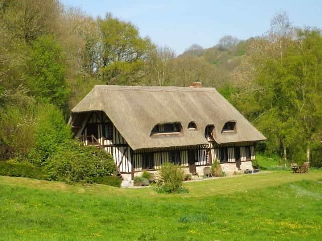 Rural thatched house and Retreat near Etretat