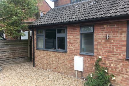 Self contained  room in Rowstock