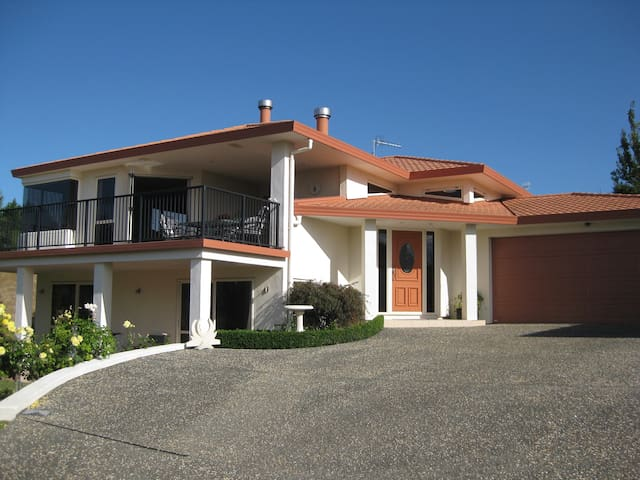 Private and quiet with great views - Havelock North - Penzion (B&B)