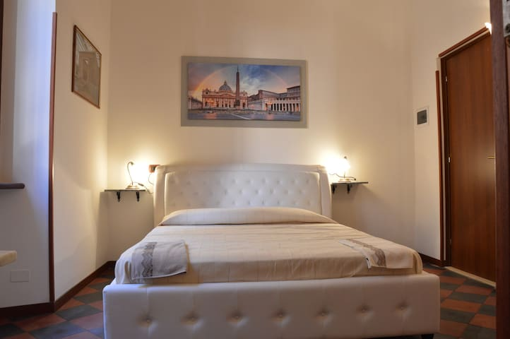 Room Deluxe Roma Termini,low price,suite---