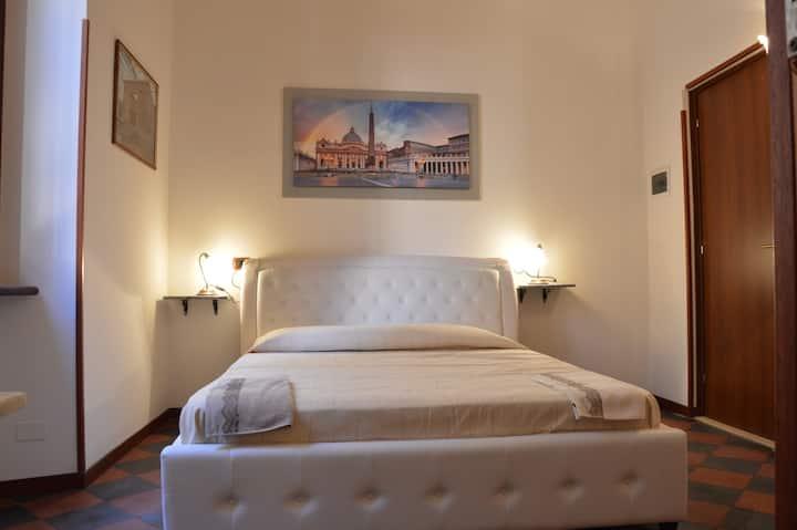Room Deluxe Roma Termini,low price,suite---