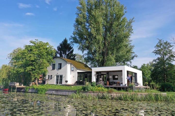 Gorgeous villa on private lake