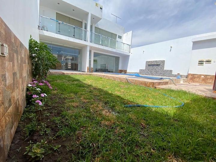 Hermosa Casa de Playa - La Punta Camana - Piscina