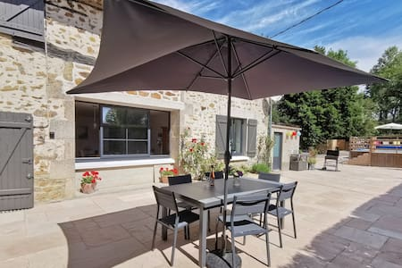 4 star luxury 3 bedroom Gîte on the River Vincou