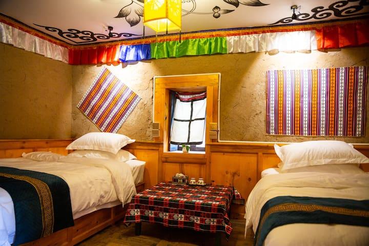 马尔康‧唐卡民宿-藏式双人房| 免费停车|免费藏服体验|藏餐提供