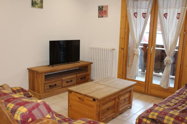 Aprt. Azalees 1 - Large 3 bedroom apartment centrally located and foot steps to slopes and lifts
