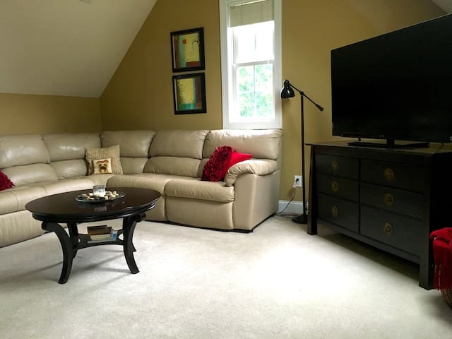 Suite style room, private BA, near Duke&downtown