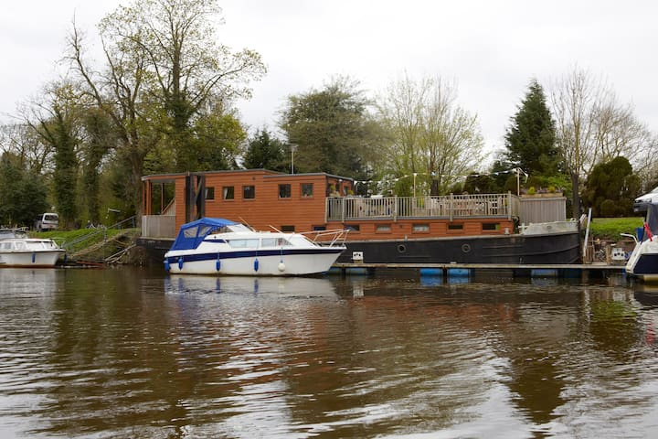 Unique Boutique HOUSEBOAT in YORK - Bishopthorpe