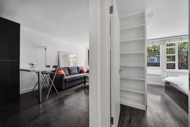 A 2 bedroom apartment close to Portobello Road