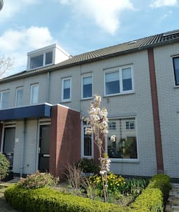 Lovely modern family house with sunny garden - Leiderdorp - Dom