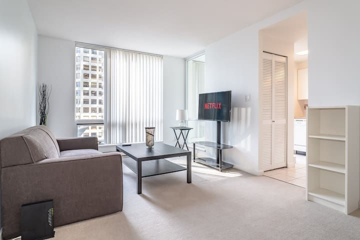 Modern Condo In Downtown Vancouver Sleeps4+Parking
