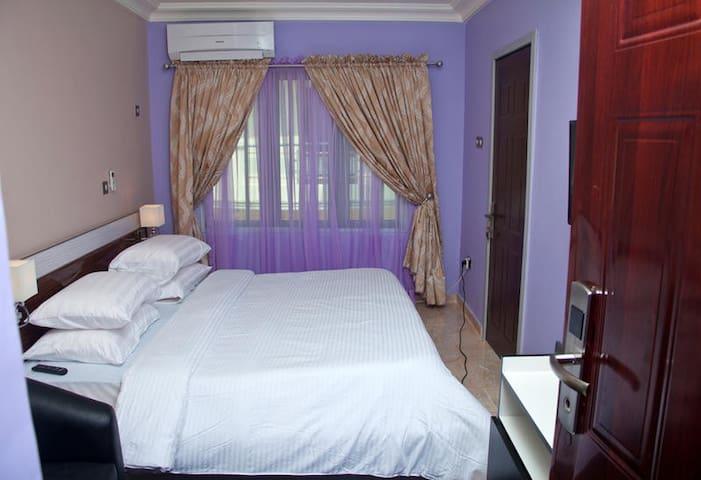 Milestone Hotel - Deluxe Room