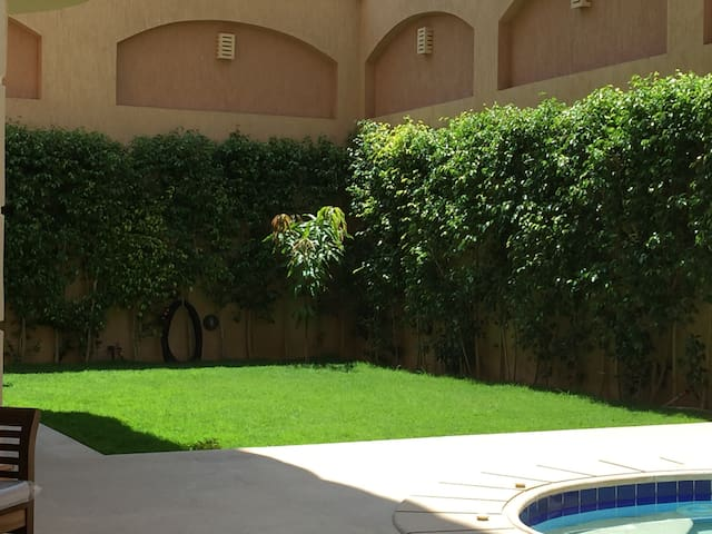 Luxury apartment with private pool, garden & BBQ - New Cairo City - Apartmen