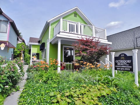 Downtown Suttons Bay Retreat