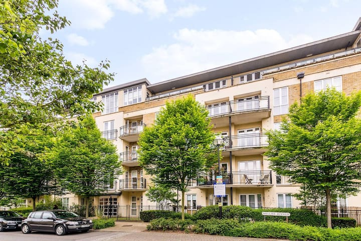 Luxury flat with balcony, parking and onsite gym - Richmond - Daire