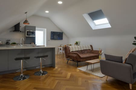 The Loft @ Bancran School: Private Apartment