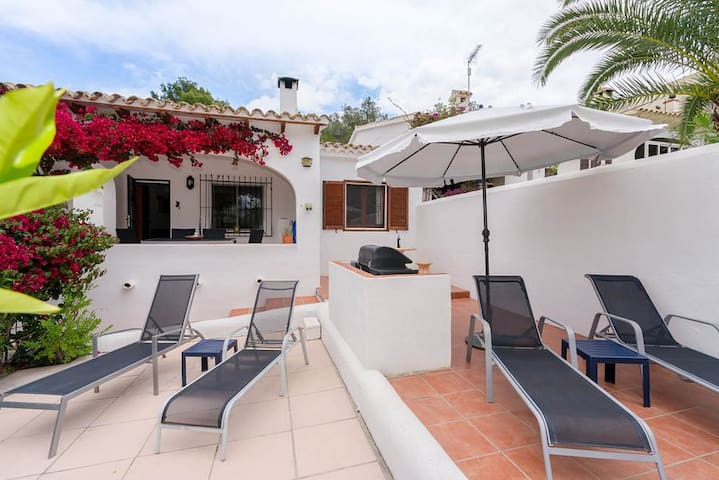 Central Moraira , excellent value, air con Wifi - Teulada - Bungalow