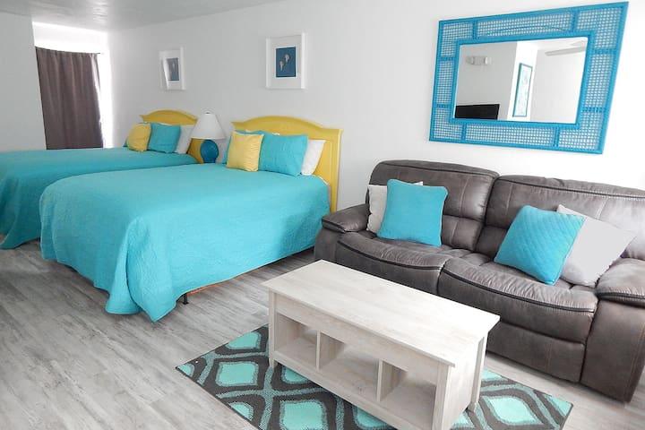 Sunny Beachfront Condo, Sleeps 4 Key Colony Beach