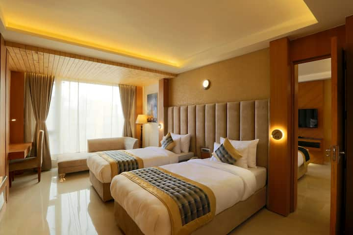 Executive Room for 6 people & 2 beds (4 twin beds)