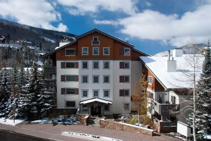 Nine Vail Road ~ 2 bedroom/Vail Village with Pool/Spa/Free Parking