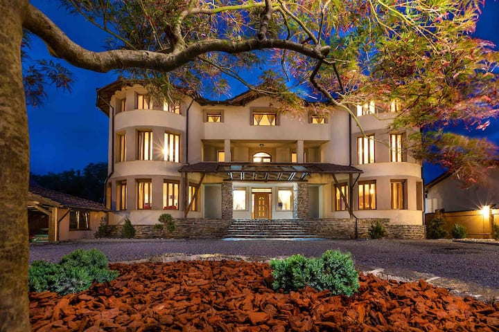 Transilvania Mansion