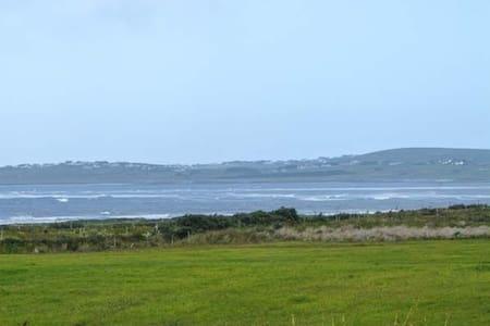 Spacious seaside bungalow on the Atlantic Coast - Ballycroy - Maison