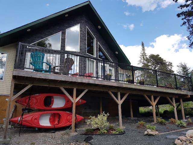 Stunning Cabin  *includes kayaks*