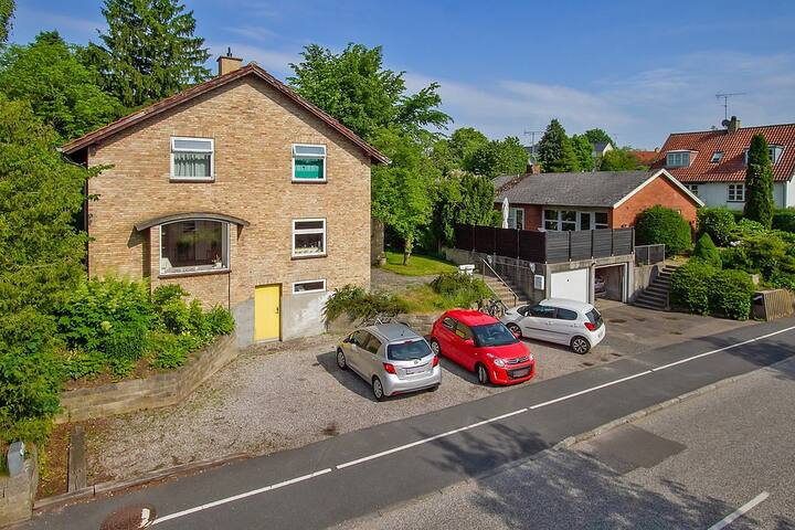 Full house - quiet residential area, free parking