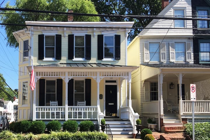 Updated Downtown Historic Home w/2 car garage
